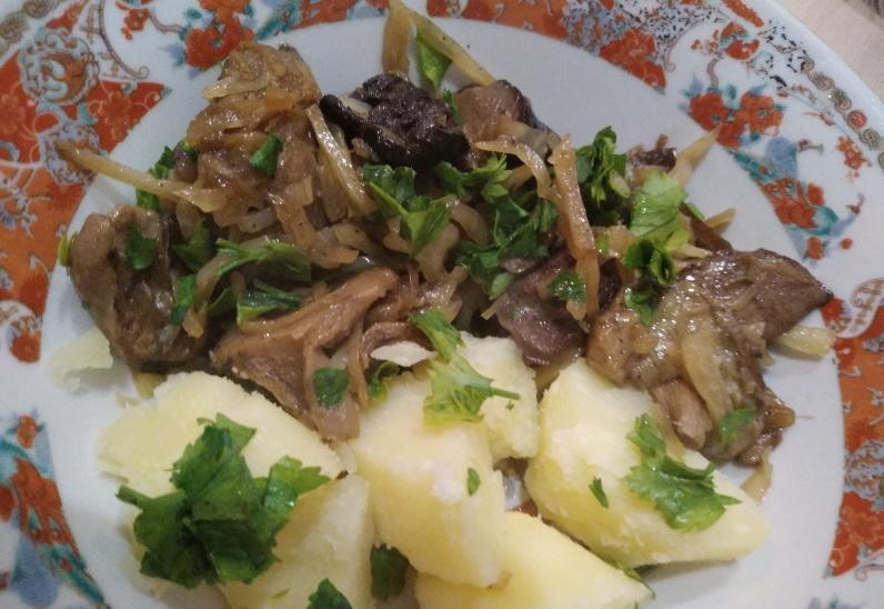капуста с грибами и картофелем - быстрый ужин