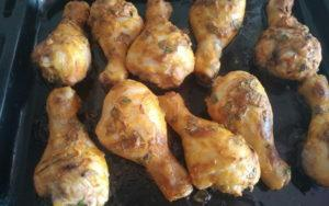 Куриные голени в сметане в духовке