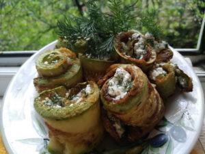 Рулетики из кабачков с творожным сыром. Пошаговый рецепт с фото