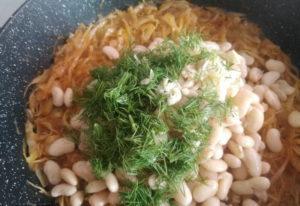 Тушеная капуста с фасолью. Рецепт